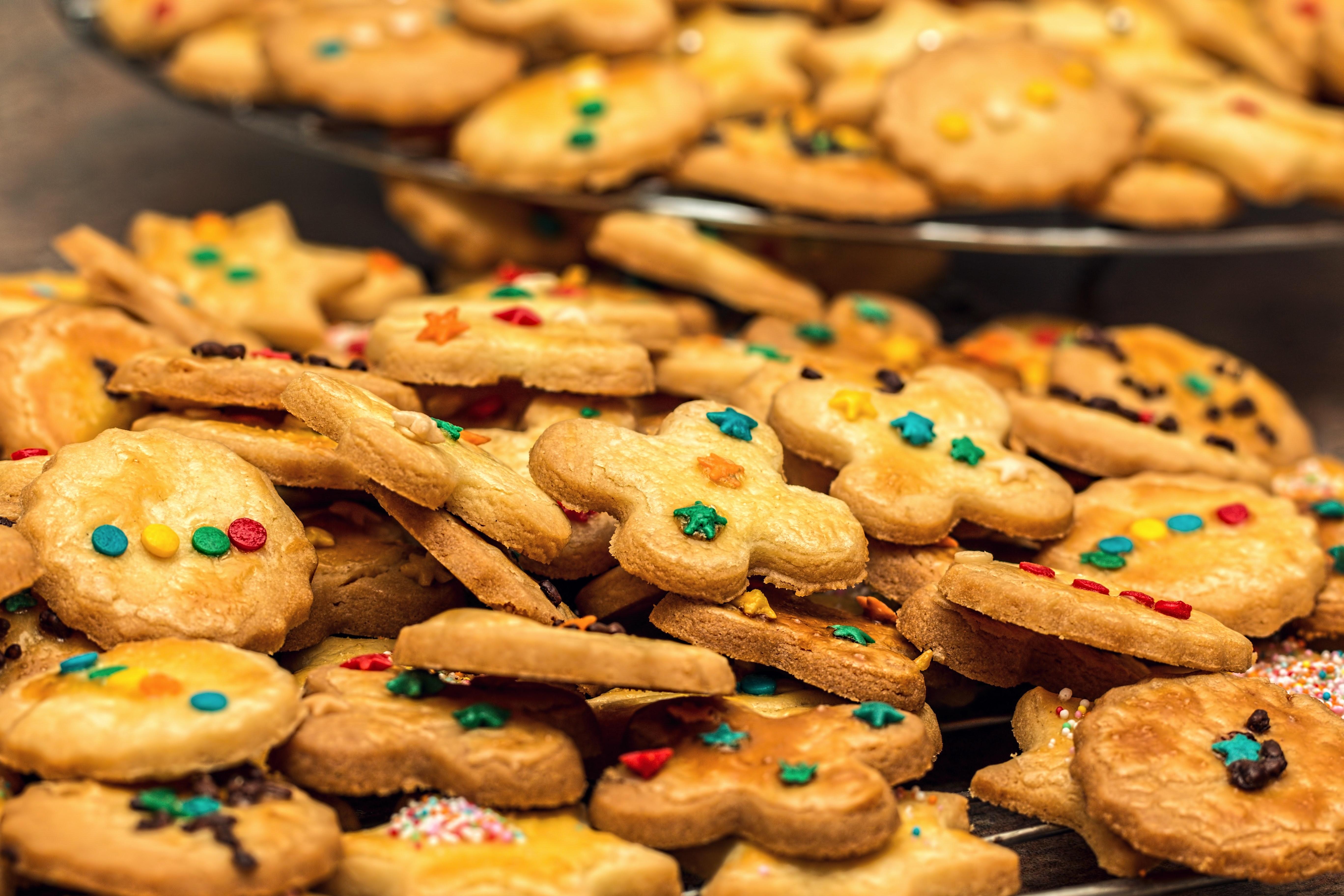 biscuits-cookies-dessert-33330.jpg